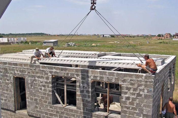 Использование железобетонных плит перекрытий в современном коттеджном строительстве